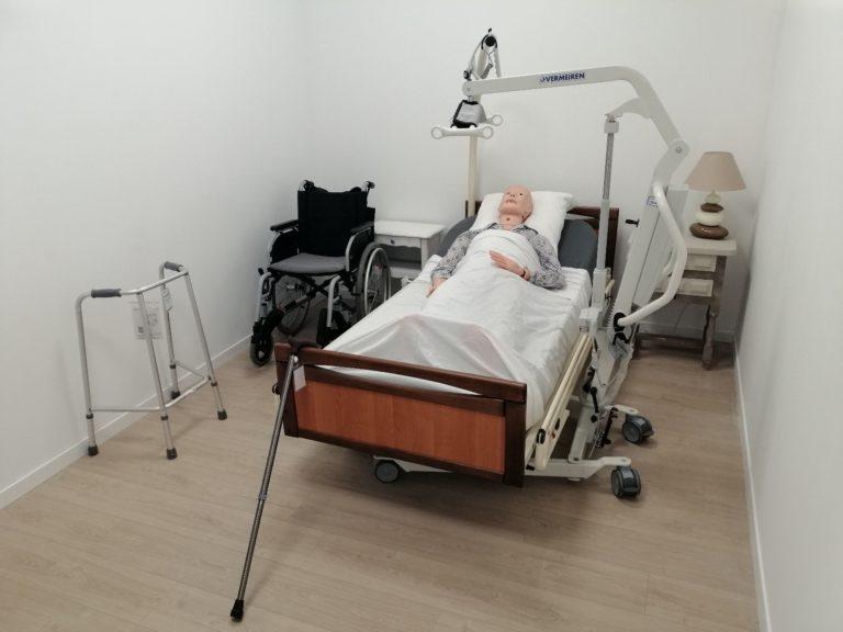 La chambre d'adulte : La chambre adulte est entièrement munie de matériels d'aides techniques indispensables au professionnel.